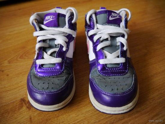 Кроссовки Nike 26 размер