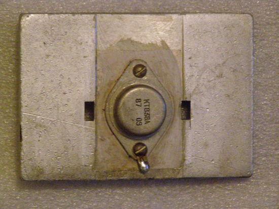 Транзистор КТ838А (на радиаторной пластине)
