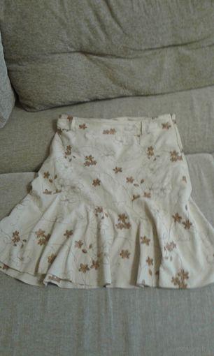 Юбка с вышивкой из ткани типа льна , но не мнется и с подкладкой 52-54р.  Б/у