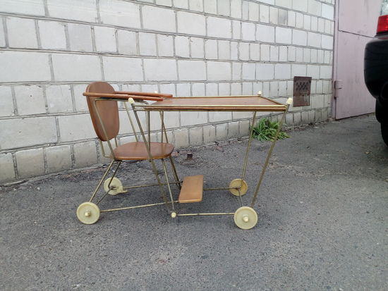 Шикарный стол- стул,для ребёнка,без М.Ц