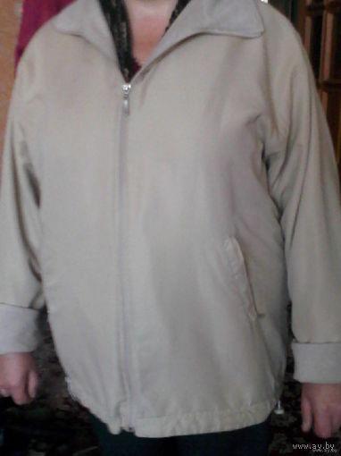 Стильная курточка молочного цвета