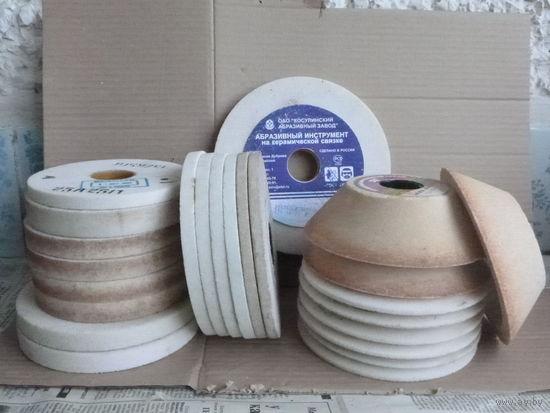 Круг шлифовальный (диаметр различный, толщина также) для всех видов шлифования деталей и конструкций из различных марок сталей, а также для заточки режущего инструмента из быстрорежущих сталей.