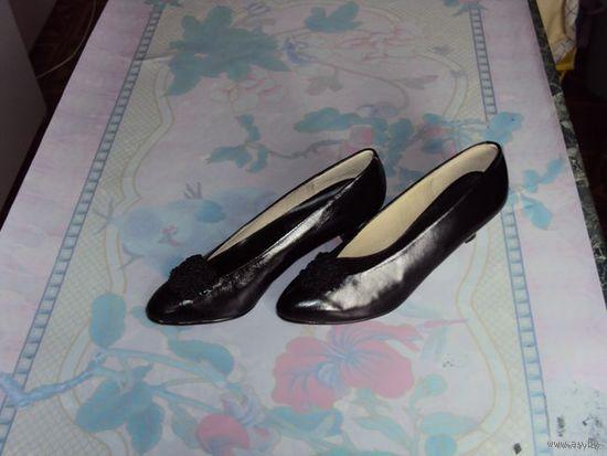 Туфли женские, новые, натуральная кожа снаружи и внутри, разм  37.
