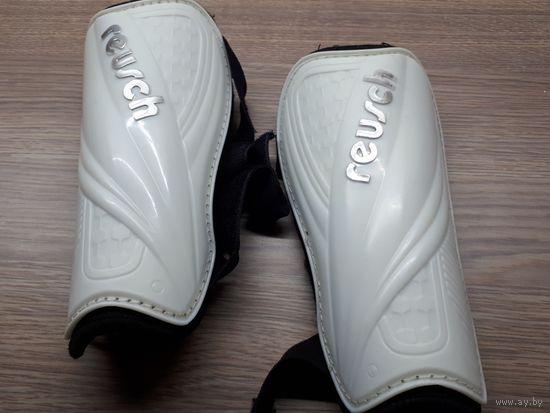 Футбольные щитки Reusch, защита голени.