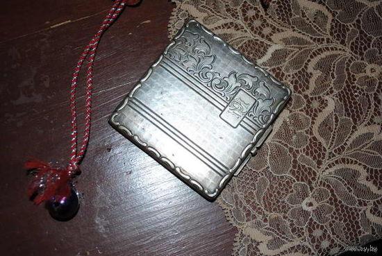 Старинная пудреница начало 20 века:_/крафт-никель-серебро/_Имеет клеймо на застёжке_Утерянно родное зеркальце., - но я могу вставить новое по желанию покупателя_Размер 6 на 6 см._!