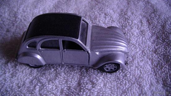 Модель  серебристого авто.  Ситроен.(Citroen 2cv). распродажа