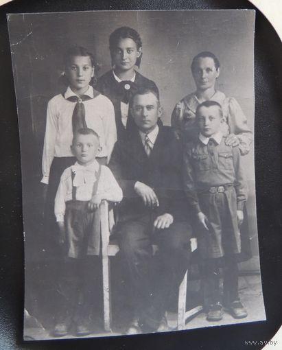 """Фото """"Харцеры и дети с учителем"""", старая Польша, 1930-е гг."""
