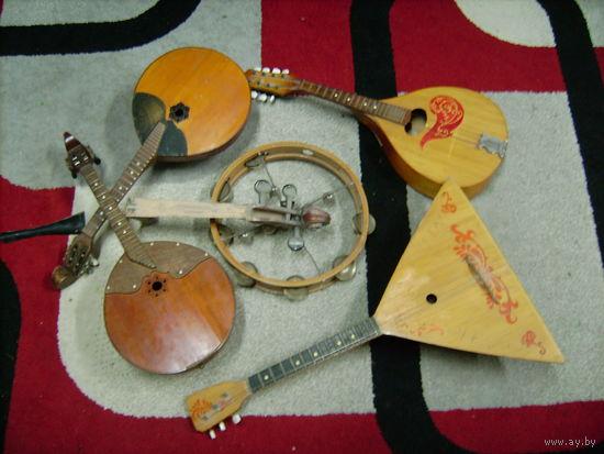 Щипковые инструменты....