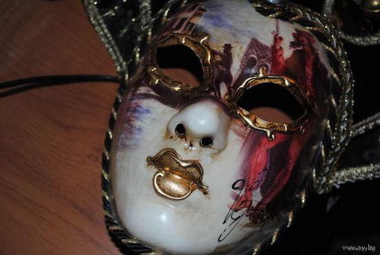 Большая Венецианская маска, как для карнавала, так как можно надеть на лицо. Оригинальный Итальянский продукт из папье-маше, гордость Венеции. Ручная прорисовка и подпись мастера, печать и сертификат.