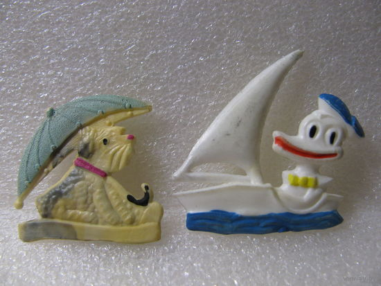 Броши. Утёнок в лодке и собака под зонтом. цена за 1 шт.
