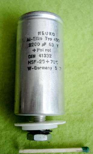 Конденсатор 2200мкФ 63В.