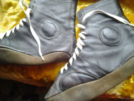 Спортивная обувь. Нат. кожа. 39-40 р-р.