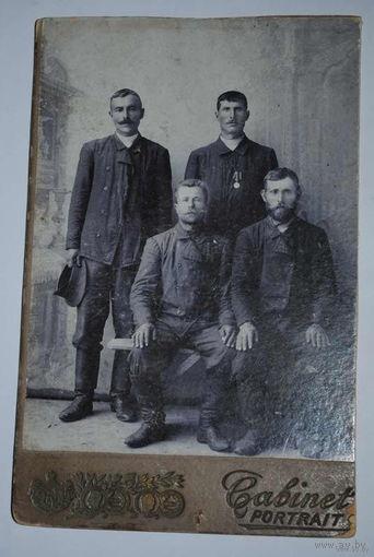 Фотография до 1917 года, - Cabinet Portrait - с наградой: (за храбрость перед отечеством?).