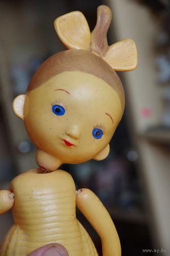 Кукла старенькая , целлулоид , руки на резинках , ноги на  спицы   ( 33 см)