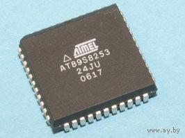 AT89S8253-24JU  8-разрядный микроконтроллер с флэш-памятью 12 кбайт и ЭСППЗУ 2 кбайт