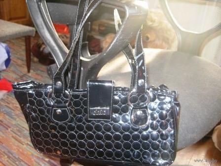 Чёрная-лакированная -маленькая сумочка