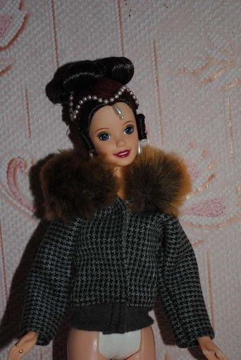 Продам новую КУРТОЧКУ для куклы Барби, - машинный самошив, сидит весьма аккуратно. Сама кукла, как и её головной убор в стоимость не входят. Пересыл по почте платный!