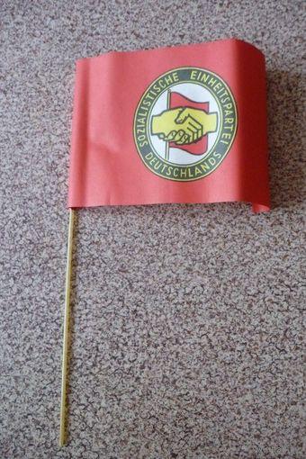 """Бумажные флажки/ флаг """"Партия социалистического единства Германии"""" (ГДР)"""
