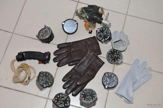 Офицерские зимние,на меху стриженого  барашка,перчатки из натур.кожи лётчика ВВС  СССР в редком ,коричневом окрасе.Пользовались огромным спросом,так как подходили по цвету под куртку.