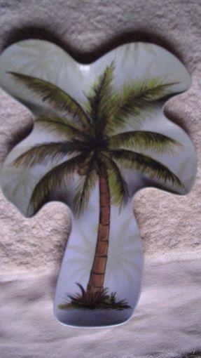 Тарелка из пластика в виде пальмы. распродажа