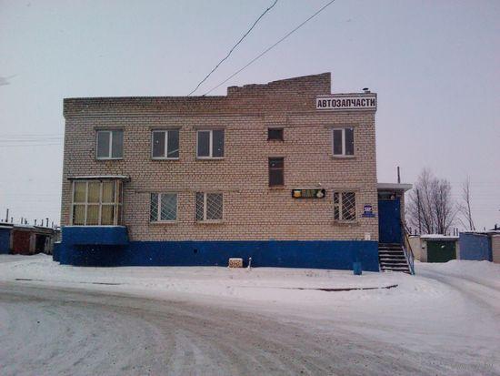 Здание бара и магазина автозапчастей